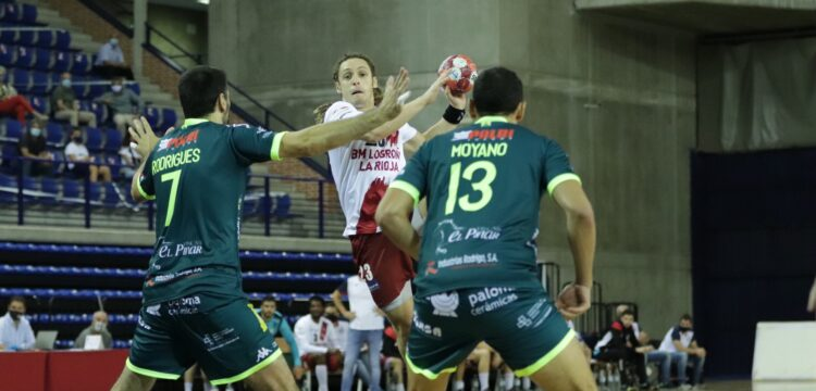 Álvaro y Moyano en tareas defensivas / Foto: Juan Acobi